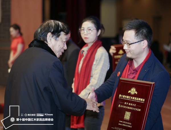 鲁班木艺:在世界军运会举办地获至高荣誉,为艺术红木代言