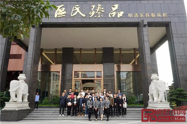 青年企业家莅临区氏 共探古典家具行业发展