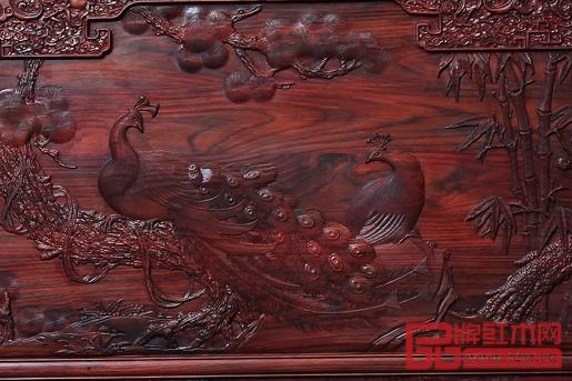 《大红酸枝·丹凤朝阳沙发》(背板局部)