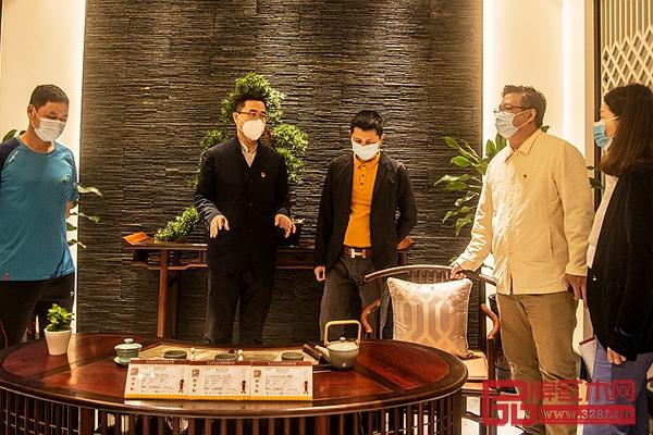 王克会长(左二)莅临红古轩调研复工复产情况