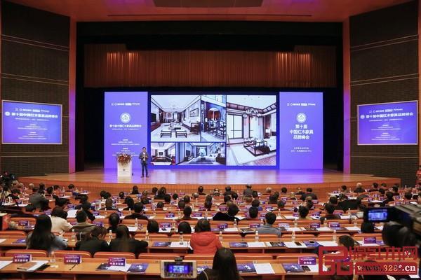 在国潮复兴的历史大背景下,中式家具必将迎来一个更大的消费浪潮