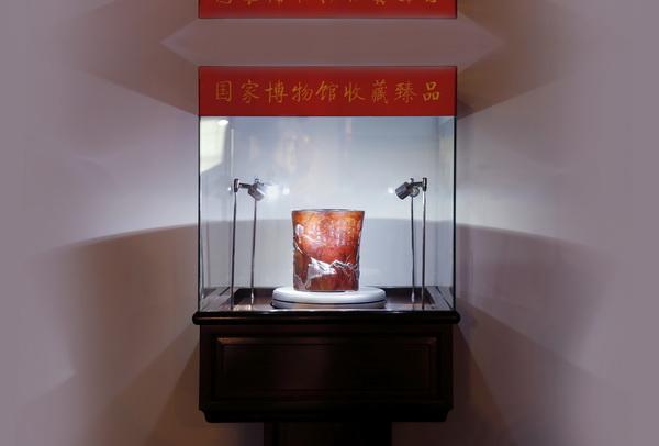 泰和园丝翎檀雕精品笔筒《寒雀图》已成为18件入藏中国国家博物馆的木雕精品之一