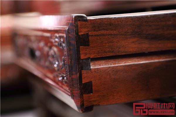 采用传统榫卯结构,家具更坚固耐用