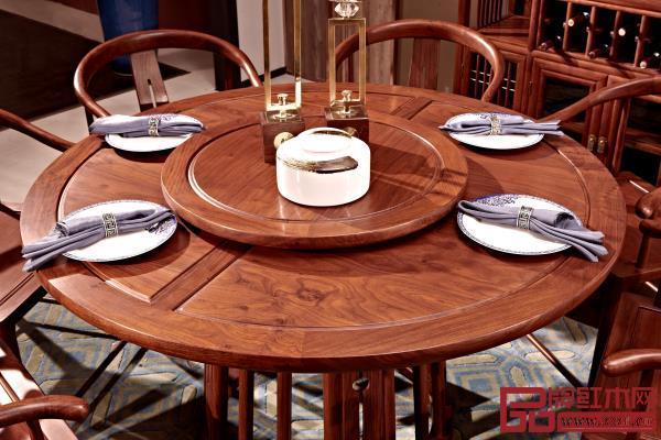 《悦几圆餐台》带手动转盘,使每位家人、好友能舒适的品尝美味佳肴