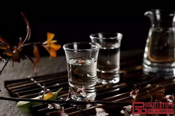 """白酒改名上热搜,红木家具""""出海""""也差个英文名?"""