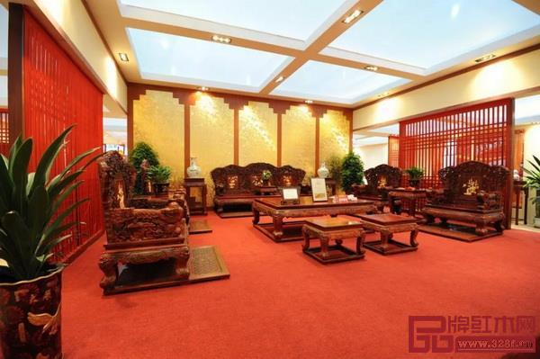 红木雕刻家具成品(中山市文化广电旅游局供图)