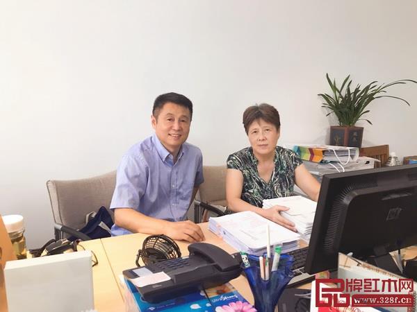 笔者与责任编辑徐小燕老师(2018年)