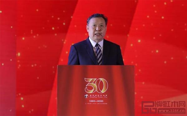 中国轻工联党委副书记、中国家协理事长徐祥楠对广东省家具协会成立三十年表示祝贺