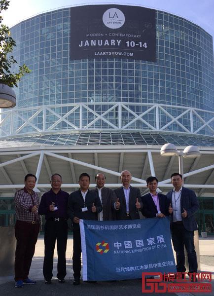 鲁班木艺董事长李爱金(左二)受邀亮相美国洛杉矶艺博会中国国家展