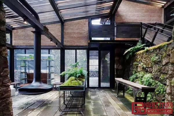在不舍野馬嶺民宿中,中式家具被完好地繼承與發揚,客房的設計簡潔而有溫度,提供了舒適的生活體驗