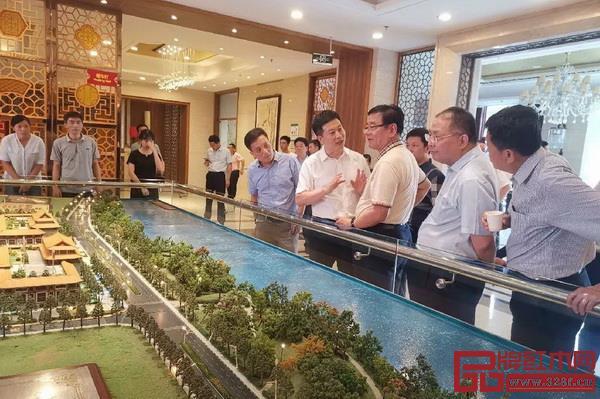 中国品牌建设促进会理事长、原国家质检总局副局长刘平均一行深入走访了鲁艺集团、三福等仙作企业