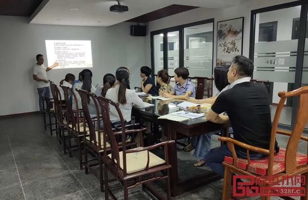 万事红董事长蒋国洪与团队共同学习