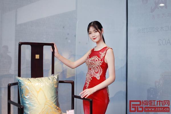 东成红木为了顺应品牌年轻化,推出新品牌文宋,探索当代中式定义