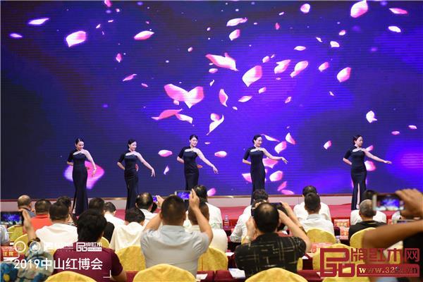 导购技能大赛培训战略合作单位广东身所魅力女性修炼红博城基地带来精彩礼仪秀表演