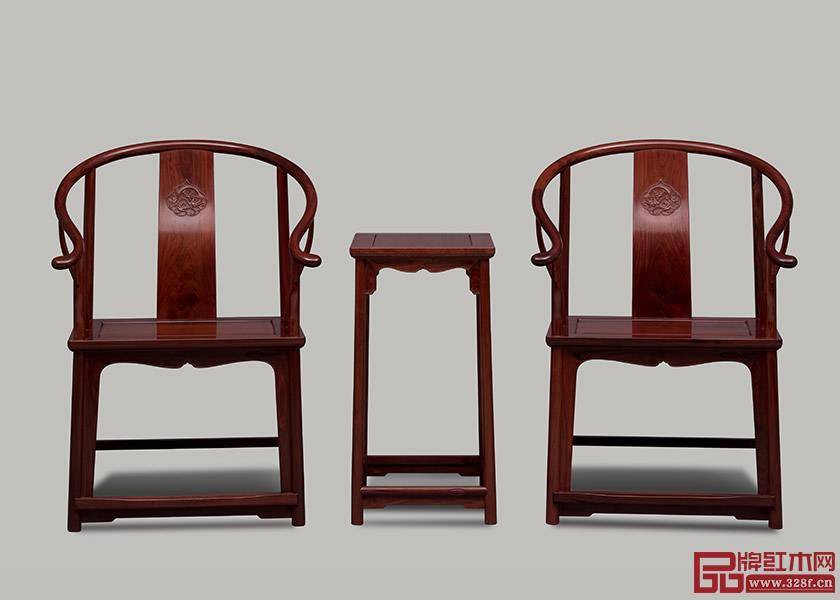 红木家具保养要用软棉布擦拭灰尘保持漆膜亮度