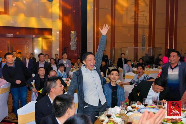 戴为千赢国际入口年会奖品丰富,豪礼不断,现场抽奖环节振奋人心,掌声不断