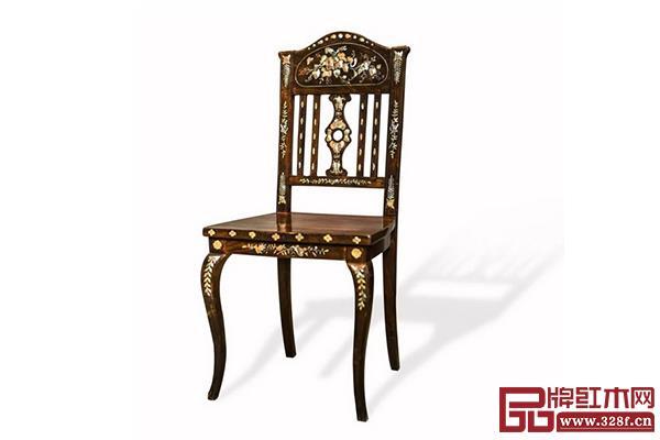 19世纪中国艺术风格贝壳镶嵌红木椅,取材花梨木类,整体造型简单大方,颇有几分明式家具的风采