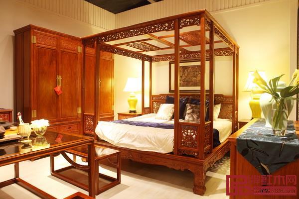 戴为红木-TW螭龙纹套房架子床