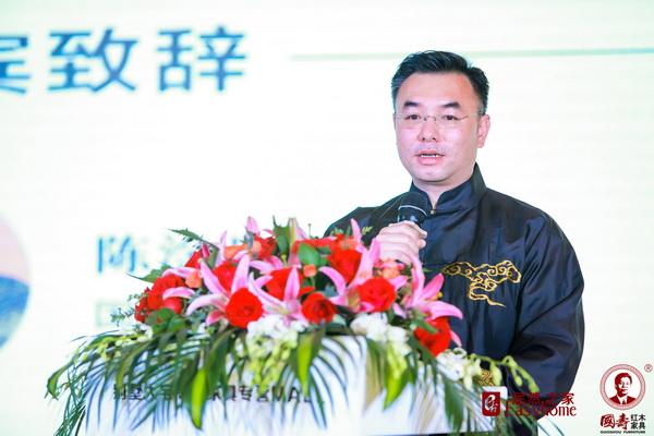 国寿红木副董事长陈淦凡进行《国寿红木玉如意新品发布会》