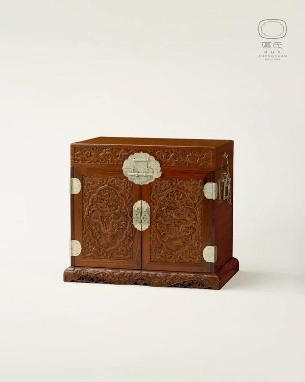 雕龙官皮箱