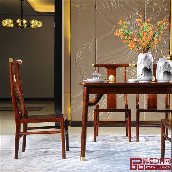 越府红木新中式家具外观时尚雅致,深受消费者喜爱.jpg