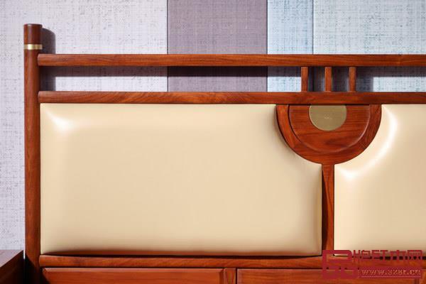 背板中央位置装饰有同心圆:代表靶心,寓意奋斗有目标,能心想事成