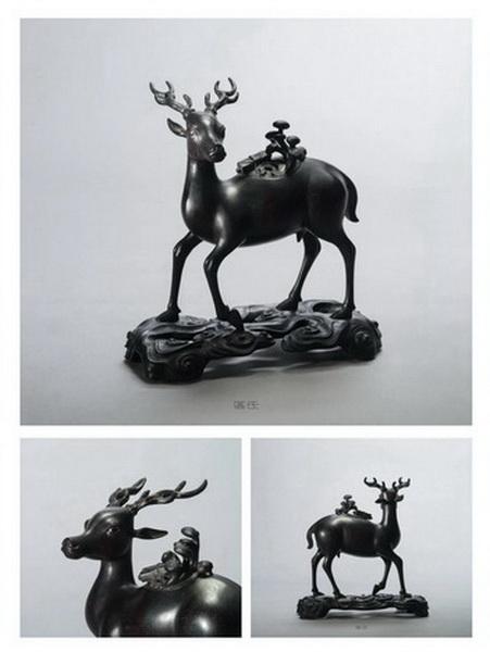 区氏家具 天鹿  小叶紫檀  长:34cm  宽:25cm  高:36.5cm  A Zitan deer