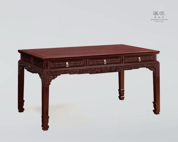 区氏家具 三抽拐子纹矮桌  小叶紫檀  长:126cm  宽:81cm  高:65cm  A ZITAN Three drawers dragon pattern low table
