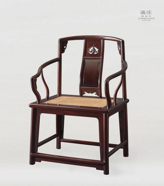 区氏家具 攒背南官帽椅   酸枝  长:63cm  宽:49.5cm  高:49cm 通高:98.5cm  A SUANZHI Official-hat Chair with Assembled Back