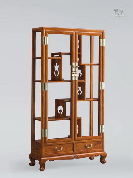 区氏家具 玻璃门博古柜  白酸枝  长:110cm  宽:40cm  高:218cm  A Baisuanzhi Glass door antique cabinet