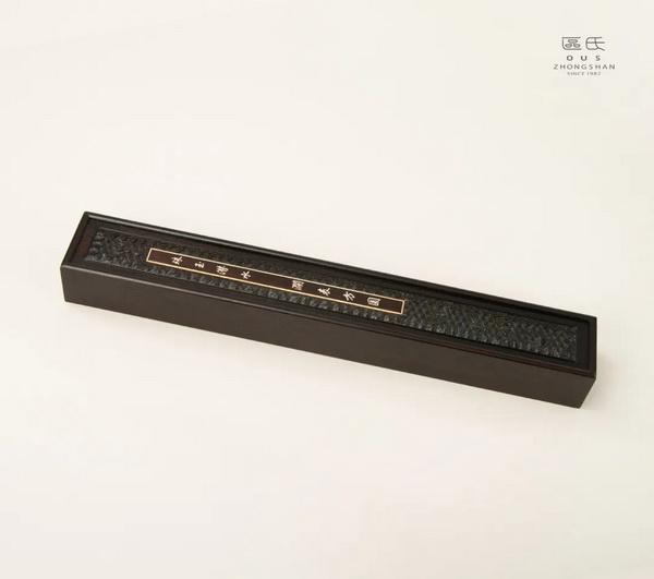 区氏家具 剑盒  小叶紫檀  长:65cm  宽:9.5cm  高:7cm  A Zitan Sword box