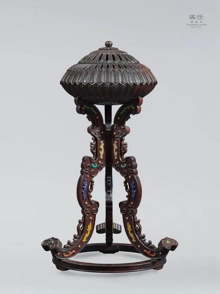 区氏家具 镶嵌百宝官帽架  小叶紫檀  长:15cm  宽:15cm  高:30cm  A Zitan Gemstone cap stand