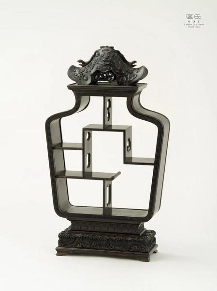 区氏家具 如意多宝架  小叶紫檀  长:33cm  宽:13cm  高:59cm  A Zitan Ruyi Treasure rack
