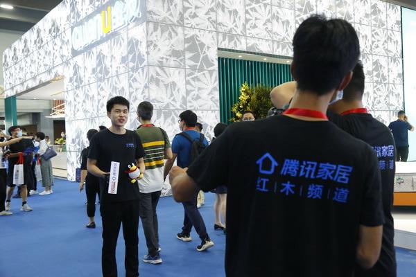 腾讯家居红木直击广州建博会第一现场,带领线上观众近距离观看建博会