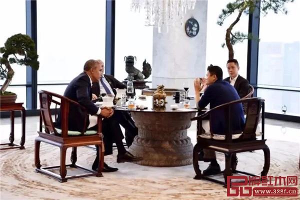 马云与奥巴马坐的即为此款圈椅