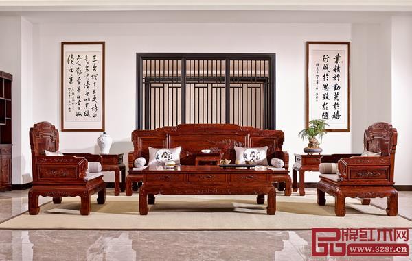 山水等书画作品融入红木家具设计使红木家具极为典雅且富有文艺气息(巧夺天工供图)