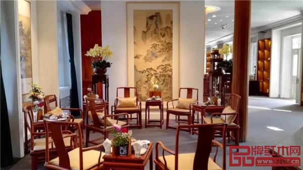 北京故宫 <宝蕴楼·国宾款>扇形南官帽椅