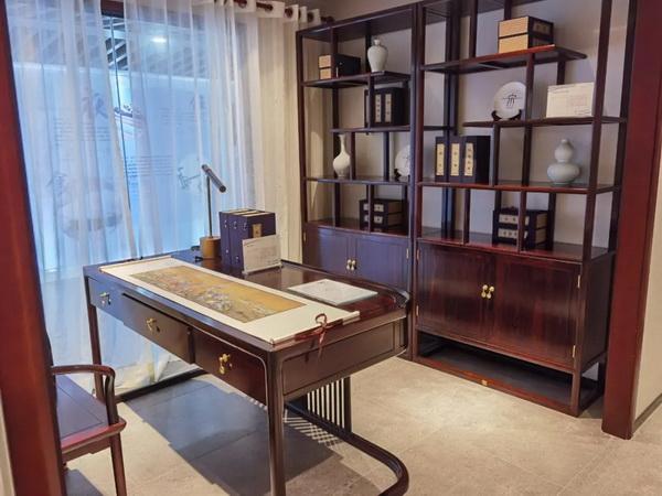 东成文宋家具不仅是浓缩了中国千年智慧的文化器物,更是东成红木标准化工作的杰出成果