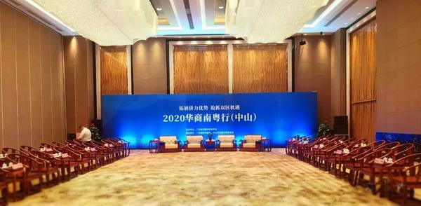 香茗会客椅蕴含的即是中华民族的待客上礼,而皇宫椅更是承载着中华民族的非凡艺术智慧和厚重文化底蕴
