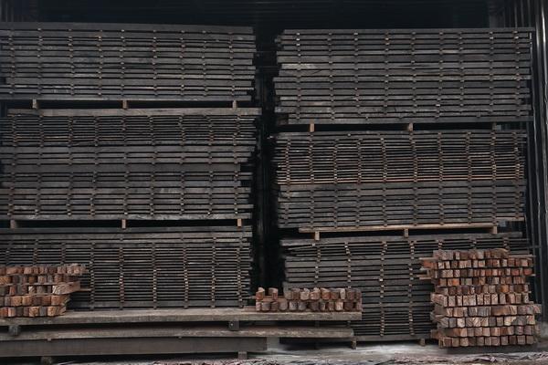 恒达木业产品均四道烘干处理,确保含水率控制在10%