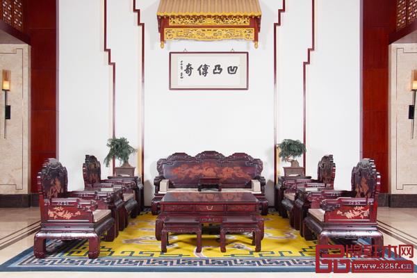 """凹凸传奇秉承""""凹凸精神、百年传承""""理念,沿袭传统工艺技法,走高端中式家具之路"""