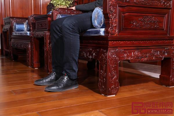 沙发高度合适,坐感舒适