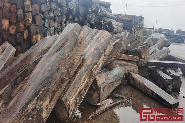 长期保证半年木材使用量的储备,让佰森红木的市场竞争力逐渐扩大
