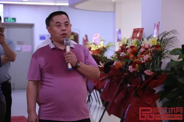 木缘红木广州南沙工厂直营店总经理汪启兵致辞