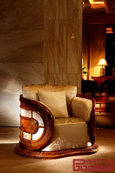 红古轩研发的第一件新中式红木家具《风云椅》