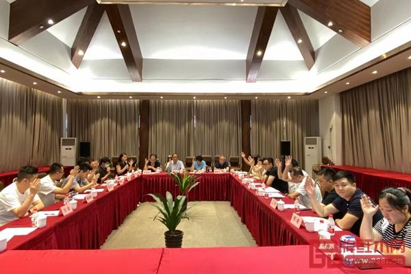 理事会全体成员一致通过李成贵、潘质洪、董钰欣副会长为学会的执行会长及三个委员会的成立