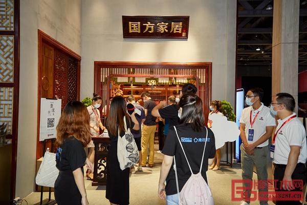 国方家居广州建博会展位现场人潮涌动