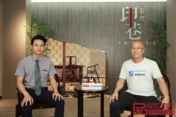 印巷森刻董事长陈文德(右)与总经理郑宏艺(左)合影
