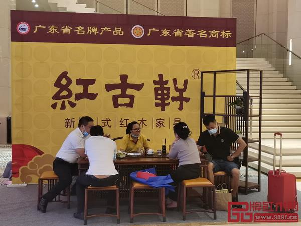 """红古轩携新中式代表作""""云龙""""系列精品亮相第五届新中式红木展"""